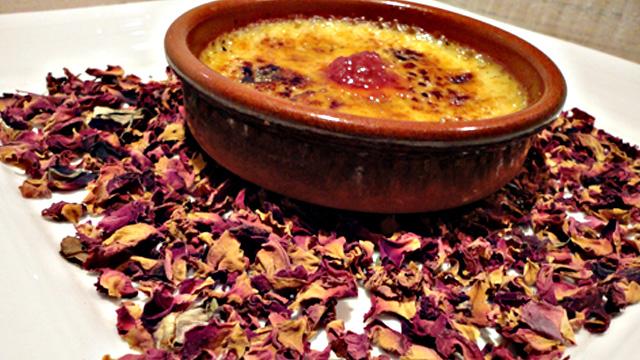 Crème brulée aux pétales de rose Terminer