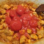 Goulasch-Ajouter les tomates