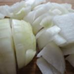 Grattin-de-courgettes-Couper les oignons