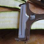 Brochettes-viande-Couper les courgettes
