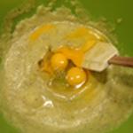 Flan-de-courgettes-Ajouter les oeufs