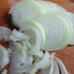 Salade-à-la-Grecque-Trancher les oignons