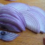 Salade-à-la-Grecque-Oignon rouge
