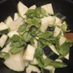 Potage-a-la-courgette-Ajouter le basilic