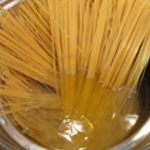 Spaghettis-a-la-carbonara Cuire les pates