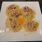 Spaghettis-a-la-carbonara Casser l'oeuf
