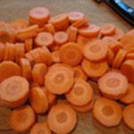 Saucisse-lentilles-Trancher les carottes