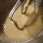 Gateau-aux-pommes-Battre les oeufs et le sucre