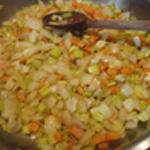Bisque-de-crevettes-Saisir les légumes