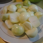 Chutney-de-poires-05-Eplucher les oignons