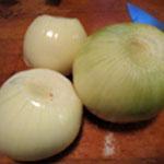 Gratin de pomme de terre Eplucher puis trancher les oignons