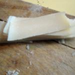 Pesto ail et pignons de pin Couper le parmesan en lamelles