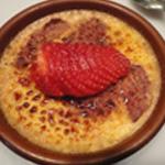 Crème brulée à la fraise Ajouter une fraise