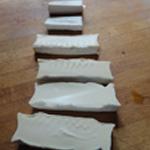 Sauce au chèvre Couper le fromage en longueur