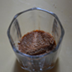 Tiramisu en verrine Verser la liqueur Amarreto