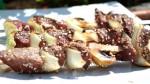 Brochettes  de bœuf aux graines de sésame