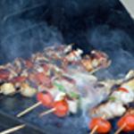 Brochettes marinées de poulet Sur le baebecue