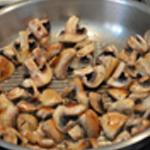 Salade aux champignons Griller avec l'huile
