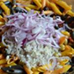 Salade pâtes Trancher les oignons rouge