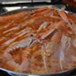 Paella Cuire quelques minutes les langoustines