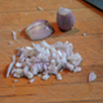 Sauce au roquefort Ciseler les échalotes
