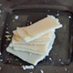 Saumon au pesto Trancher le parmesan