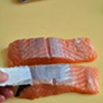 Saumon au pesto Enlever la peau