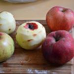 Gateau caramélisé aux pommes Eplucher les pommes