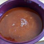 Gateau caramélisé aux pommes Verser le caramel dans le moule