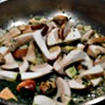 Omelette aux cèpes Saisir les cèpes