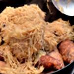 Choucroute garnie Recouvrir la viande avec le reste du chou