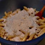 Gratin de pates au jambon Ajouter le parmesan râper