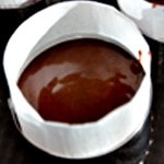 Moelleux chocolat et caramel Verser dans les moules