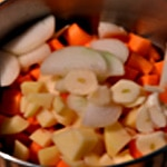 Soupe de carottes Éplucher les pommes de terre