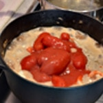 Calamar et tomate Ajouter les tomates