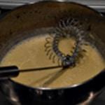 Huitre fondue de poireaux Ajouter les jaunes d'oeuf