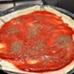 Pizza chorizo et tomate Ajouter l' origan