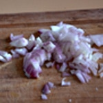 Rognons de lapin à la moutarde Ciseler l'échalote