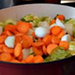 Potée de chou Ajouter les légumes