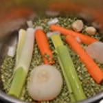 Soupe de pois cassé Ajouter les légumes