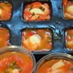 Aspics de crevettes Verser la gelée