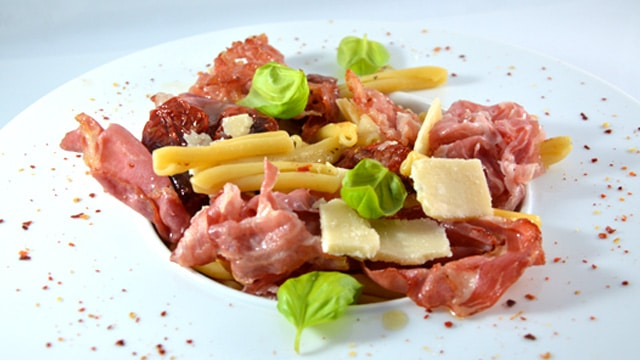 Pâtes et charcuterie Italie Terminer