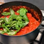 Pizza merguez Préparer la sauce tomate