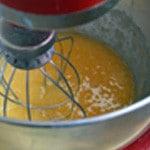 Quatre quart citron vert Battre les jaunes et le sucre