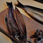Salade de kippers Enlever têtes et nageoires