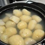 Purée oseille Cuire les pommes de terre