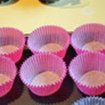 Muffins aux cerises et noisettes Préparer les moules