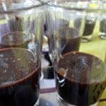 Panna cotta et chocolat Verser la préparation