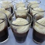 Panna cotta et chocolat Chantilly pour le contraste