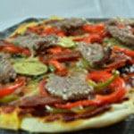 Pizza de boeuf épicé Cuite